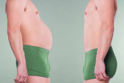Bauchfett verbrennen: Foto von einem dicken Mann vor dem Abnehmen und einem schlanken Mann nach dem erfolgreichen Abnehmen.