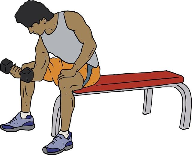 Muskelaufbau Tipps: Foto von einem Mann beim Bizeps Training auf einer Bank.