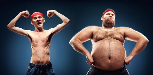 Ektomorph: Foto von einem Ektomorph (sehr dünner Mann) und einem Endomorph (Mann mit Übergewicht).