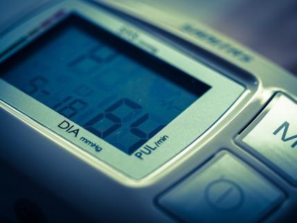 Fettverbrennungspuls: Foto von einem digitalen Pulsmessgerät