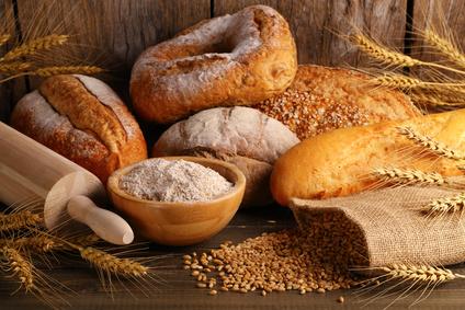 Lebensmittel ohne Kohlenhydrate: Foto von Lebensmitteln mit ungesunden Kohlenhydraten wie Brot, Getreide, Backwaren und weissem Mehl