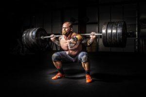 Gewichtsrechner: Foto von einem Bodybuilder mit Langhantel