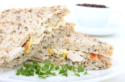 glykämischer Index Tabelle: Foto von einem Sandwich aus Toastbrot mit Belag