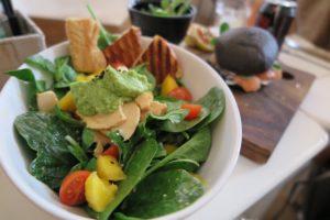 kohlenhydratarmes Frühstück: Foto von einem gemischten Salat