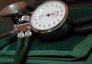 Puls Normalwerte: Foto von einem Blutdruckmeßgerät