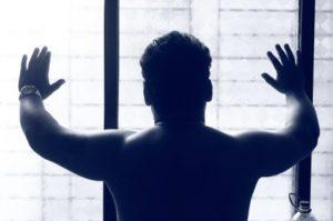 Rautenmuskel trainieren: Foto von einem durchtrainierten männlichen Rücken