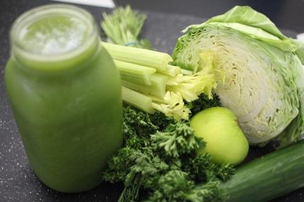 eiweißhaltige Lebensmittel: Foto von einem grünen Smoothie
