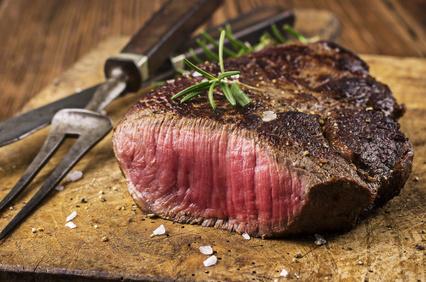 Kohlenhydratfreie Lebensmittel: Foto von einem gebratenen Fleisch.
