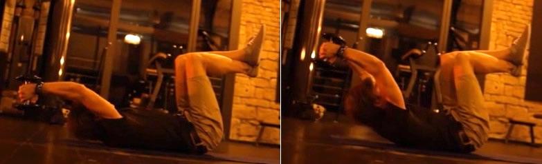 Krafttraining mit Kurzhanteln: Foto von einem Mann Bei der Bauch-Übung Bauchpresse.
