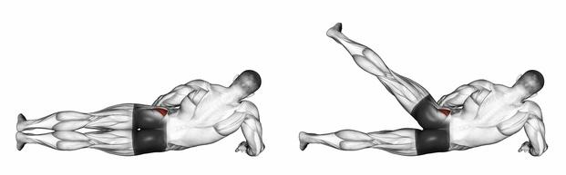Abduktoren Training: Foto von einem Mann beim Abduktoren-Training Beinheben.