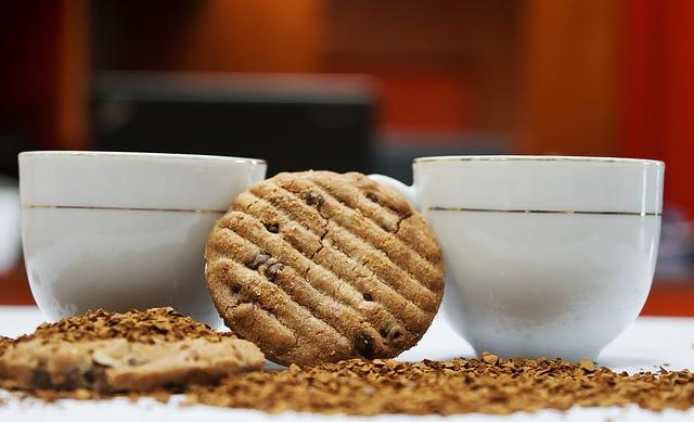 Abnehmen Tipps und Tricks: Foto von Keksen als Snacks beim Kaffee trinken.