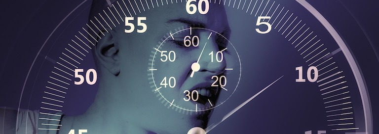 Effektives Bauchmuskeltraining wie oft? Foto von einer Nahaufbahme eines Displays einer Uhr.