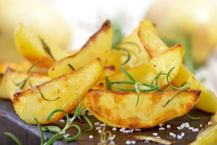 Ernährung umstellen Rezepte: Foto von Pommes aus frischen Kartoffeln.