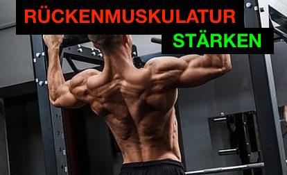 Rückenmuskulatur stärken: Foto von einem Mann bei der Rücken-Übung Klimmzüge.
