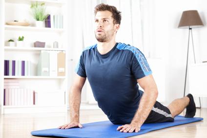 Schmerzen unterer Rücken: Foto von einer Entspannungs-Übung für den unteren Rücken.