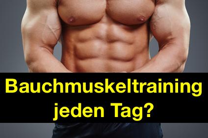 Bauchmuskeltraining jeden Tag: Foto von einem Mann mit starken Bauchmuskeln.
