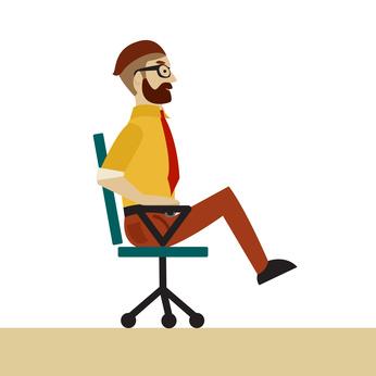 Bauchmuskeltraining ohne Geräte: Foto von einem Mann beim Bauchmuskeln trainieren mit Stuhl.