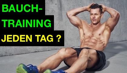 Bauchtraining jeden Tag: Foto von einem Mann beim Bauchmuskeltraining.