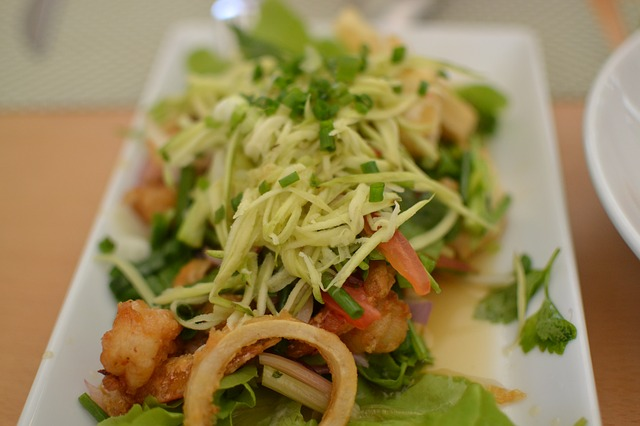 Low Carb Mittagessen: Foto von Calamari beziehungsweise Tintenfischringe.