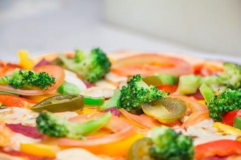 Kohlenhydratfreie Rezepte: Foto von einer Gemüse-Pizza.