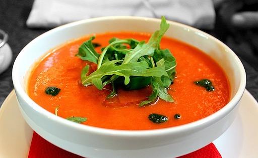 Kohlenhydratarme Rezepte: Foto von einer Tomatensuppe.
