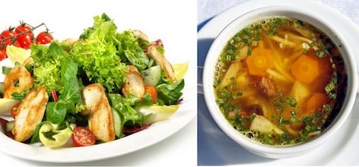 Low Carb Vorteile: Foto von einem Salat mit Putenstreifen und einer Gemüsesuppe.