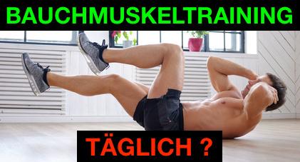 Tägliches Bauchmuskeltraining: Foto von einem Mann beim Sixpack Training.