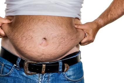Waschbrettbauch Mythos: Foto von einem Mann mit viel Bauchfett.