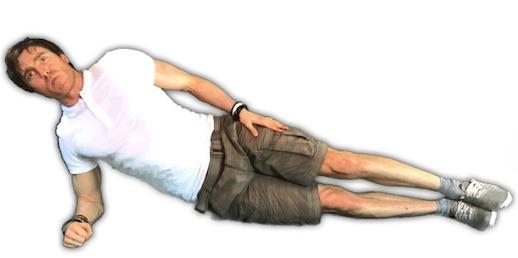Rückenschule Übungen PDF: Foto von der Übung seitlicher Unterarmstütz.