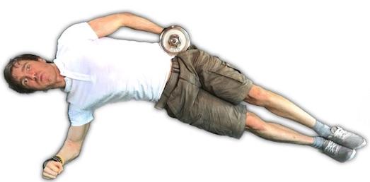 Hanteltraining PDF: Foto von der seitlichen Bauchmuskelübung seitlicher Unterarmstütz mit Kurzhantel.
